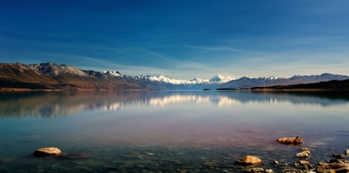 The stunning Lake Pukaki in front of New Zealand's highest mountain, Mount Cook (Auraki)